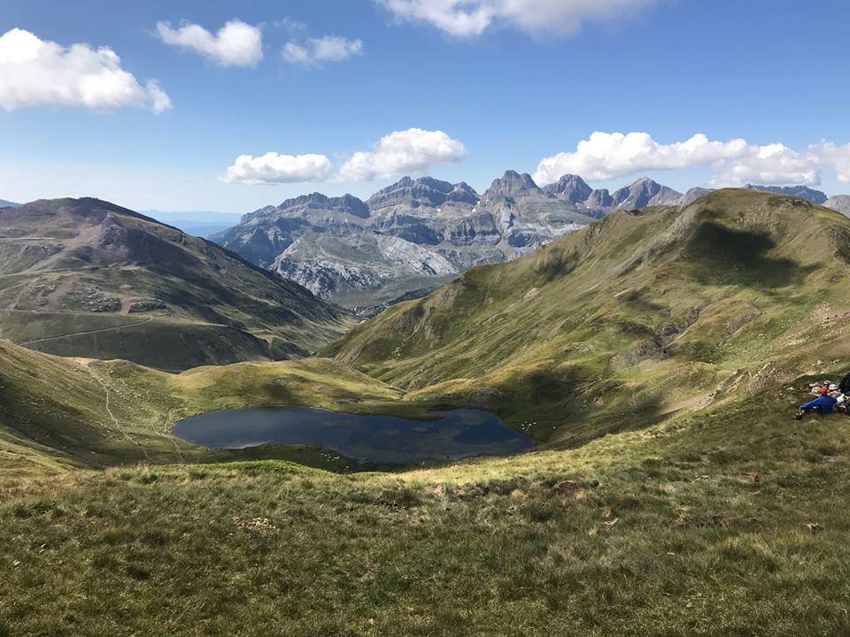 Juntar todas las cimas emblematicas del valle del Aragón en una carrera: Ascender al Pico Tortiellas, Peña Collarada, La Moleta, Vértice de Anayet, Aspe y 10 picos más por encima de los 2.000 metros en carrera está al alcance de pocas pruebas.