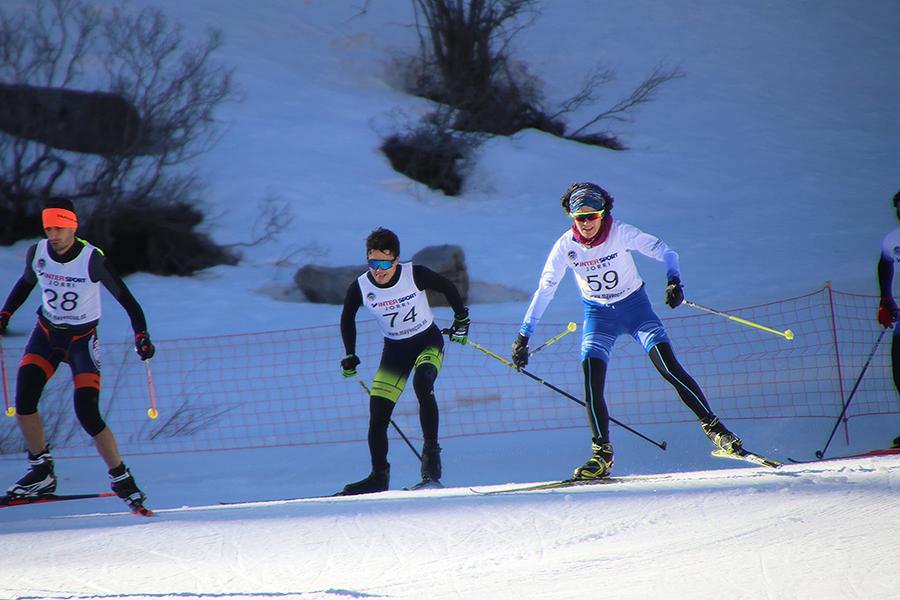 La celebración del XX Triatlón de Invierno Valle de Ansó, valedero como Campeonato de España de la disciplina, ha dado el pistoletazo de salida a la temporada nacional de triatlón. Con todas las inscripciones agotadas, un total de 210 deportistas se han dado cita en línea de salida de la localidad oscense de Ansó. Tras completar un total de 8 kilómetros por las sinuosas calles del municipio, han remontado con sus bicicletas 20 kms del valle de Ansó hasta llegar a la estación de esquí nórdico de Linza, donde han realizado 10 Kms de esquí de fondo.